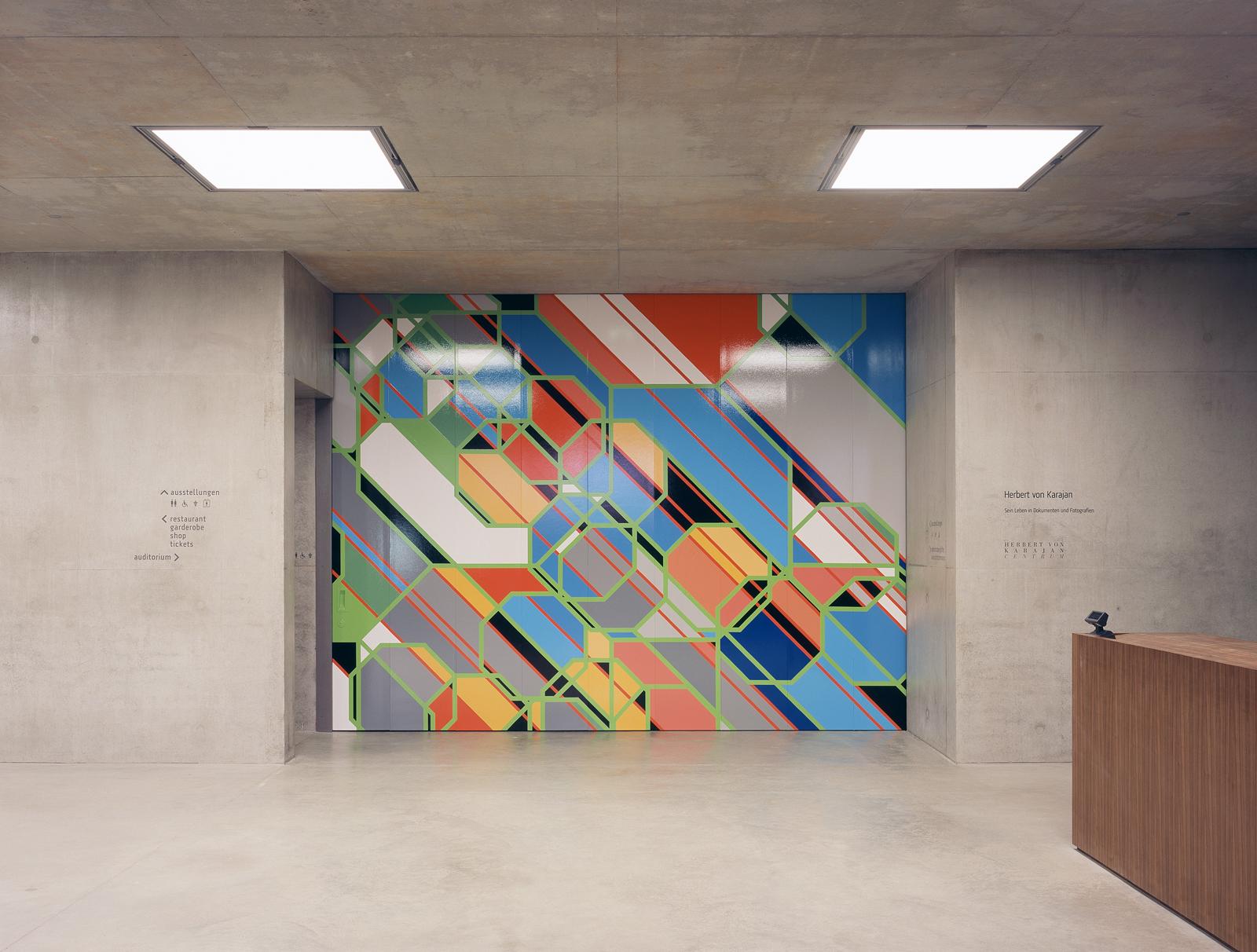 Foyer mit Kunst am Bau |Torbemalung Sarah Morris, NY