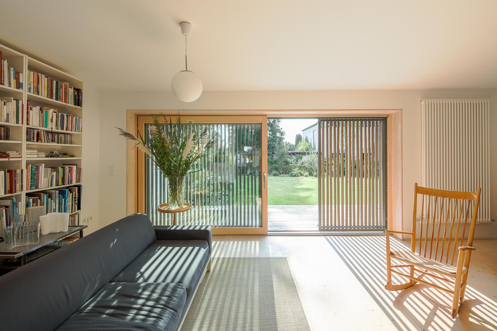 Wohnraum mit Blick in Garten