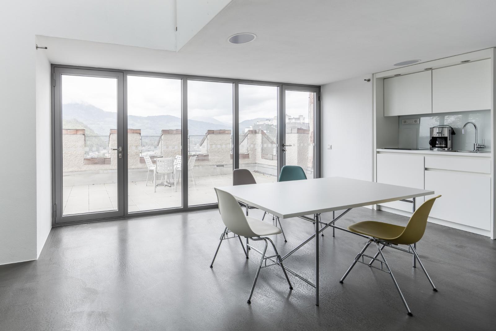 Studioraum mit Terrasse