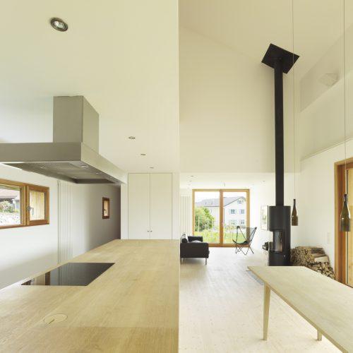 Innenraum mit Küche und Essbereich