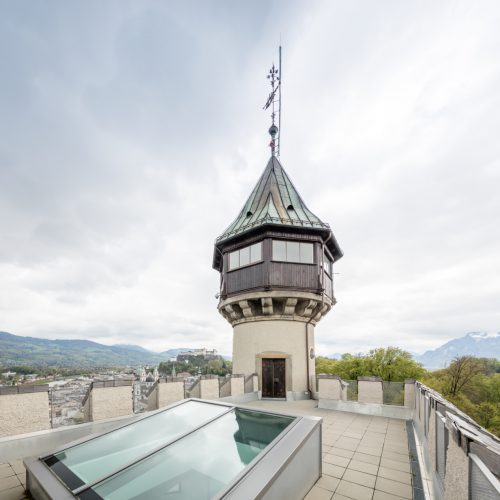 Dachterrasse über Künstleratelier, Blick auf Festung