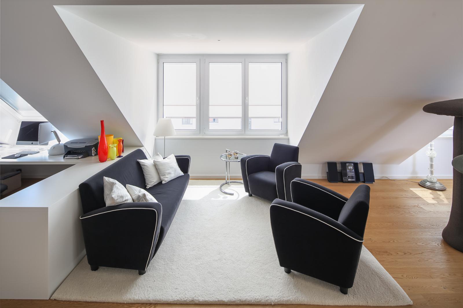 Umbau-Dachgeschossausbau-Muenchen-Schwabing-Wohnbereich-01-Friedrich-Poerschke-Zwink-Architekten-Muenchen-2012-Foto-Michael-Heinrich